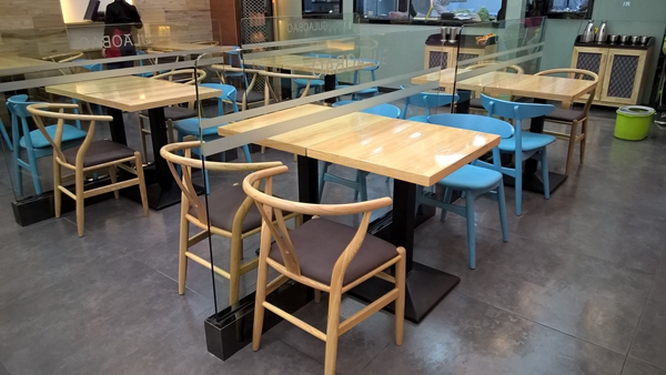 那些生意好的餐厅都是这样摆桌子的,做餐饮的可以学学!
